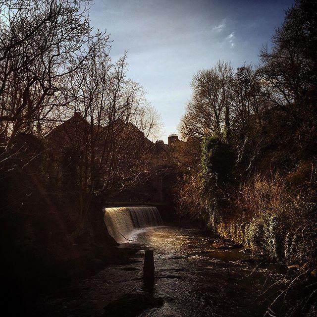 #edinburgh #scottish #scotland #igersedinburgh #uk #edinburg #igscotland #instagramers #bestoftheday #britain #instalikes #instaphoto #instapic #instadaily #beautiful #instamood #ic_cities #city #urban #love #town #stockbridge #river #sun #spring #waterfall #sunlight #deanvillage
