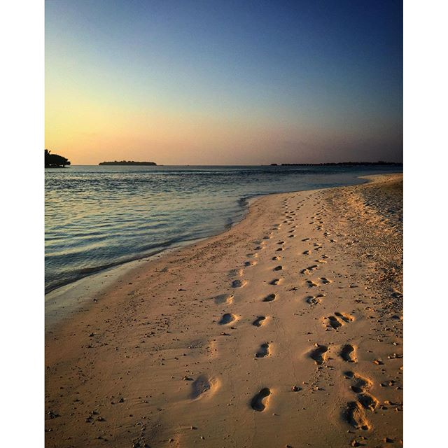 #male #maldives #kandooma #travel #instagood #picoftheday #palmtrees #sun #easter #traveling #instatravelhub #holiday #vacation #travelling #hot #love #ilove #instatravel #tourist #instalife #tourism #ihg #holidayinn #maldivesislands #maledives2016 #beach #sand #footprints #sunset #sunsetlovers