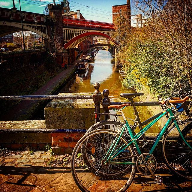 #manchester #uk #sunlight #morning #castlefield #photooftheday #nature #northernquarter #abstractmybuilding #mcr_collective #picoftheday #beautiful #shapes #cool #architecture #bluesky #mcr #canal #bike
