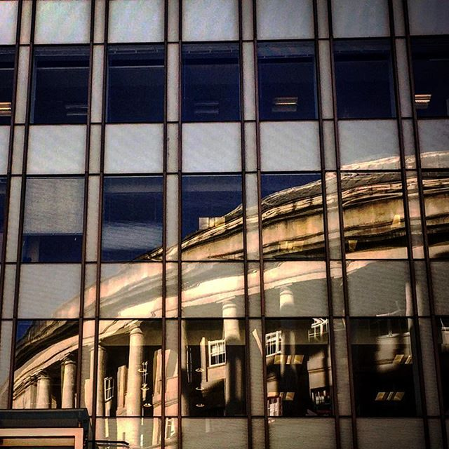 #reflection #manchester #view #window #manchestergram #nature #centrallibrary #northernquarter #mcr_collective #picoftheday #beautiful #shapes #cool #sunlight #shadow #mcr #lookingdown #architecture