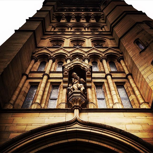 #manchester #uk #lookingup  #photooftheday #nature #mcruk #abstractmybuilding #mcr_collective #picoftheday #beautiful #shapes #cool #view #architecture #england #thisismcr#uom #uom2016 #whitworthhall #photooftheday #view #mcruk #abstractmybuilding #mcr_collective #student #arch #student #england