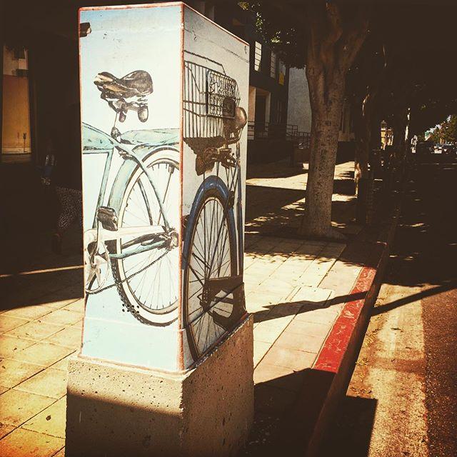 #graffiti #mural #art #publicart #streetart #longbeachstreetart #impermanentart #longbeach #socal #architecture #us #usa #america #la #losangeles #us #usa #america #hot #ilovela #california #cali #ic_cities #love #implus_daily #popularpic #loveit