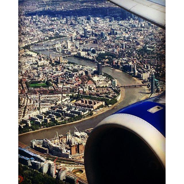 #ba #britishairways #flying #thames #flyinghigh #england #londres #instalondon #londoner #iglondon #londra #uk #britain #ilovelondon #instahub #ic_cities #urban #city #igshots #justgoshoot #fabshots #implus_daily #popularpic #love #streetphotography #art #primeshots #architecture #cloudbank