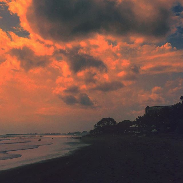 #bali #seminyak #indonesia #clouds #picoftheday #sunset #travel #traveling #instatravelhub #holiday #vacation #travelling #sun #hot #love #ilove #instatravel #tourist #traveler #instalive #instalife #tourism #global_hotshots #ig_today #ig_global_life #igglobalclub #zoomthelife #crisp_captures #thebaliguru