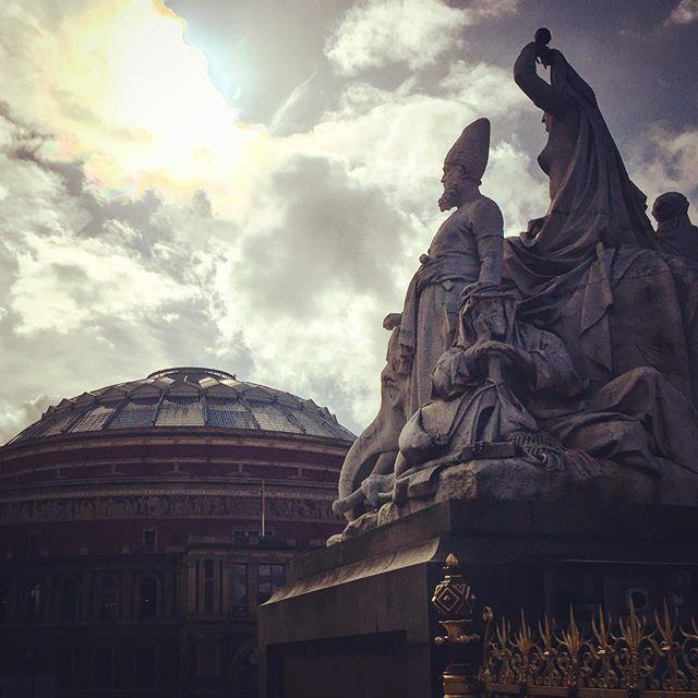 #london #england #londres #instalondon #londoner #iglondon #londra #uk #britain #ilovelondon #royalalberthall #ic_cities #urban #city #town #igshots #justgoshoot #fabshots #implus_daily #popularpic #love #streetphotography #art #primeshots #street #architecture #albertmemorial
