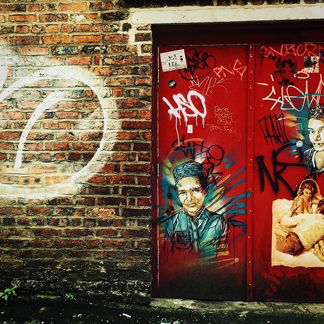 #manchester #uk #doorway #photooftheday #nature #mcruk #abstractmybuilding #mcr_collective #picoftheday #beautiful #shapes #cool #view #architecture #england #thisismcr #exploremcr #streetart #graffiti #wonderlustmanchester #streetphotography #graffitiart #c215