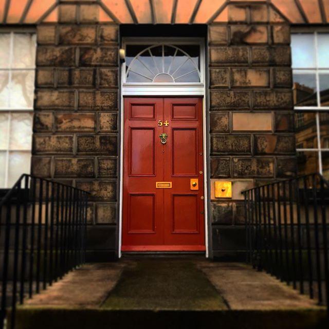 #edinburgh #scottish #scotland #igersedinburgh #uk #edinburg #igscotland #instagramers #bestoftheday #britain #instalikes #instaphoto #instapic #instadaily #beautiful #instamood #ic_cities #city #urban #love #town #stockbridge #river #sun #spring #window #sunlight #architecture #doorway