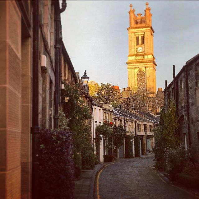 #edinburgh #scottish #scotland #circuslane #igersedinburgh #uk #edinburg #igscotland #instagramers #bestoftheday #britain #instalikes #instaphoto #instapic #instadaily #beautiful #instamood #ic_cities #city #urban #love #town #stockbridge #architecture #sun #winter #streetphotography