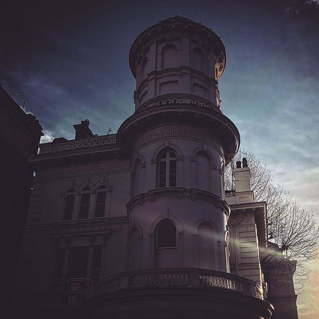 #england #londres #instalondon #londoner #iglondon #londra #uk #britain #ilovelondon #urbano #instahub #ic_cities #urban #city #town #igshots #justgoshoot #fabshots #implus_daily #popularpic #love #streetphotography #art #primeshots #street #architecture