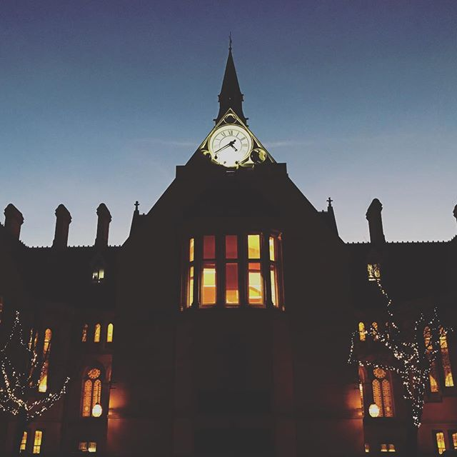 #manchester #uk #uom #uom2016 #whitworthhall #photooftheday #view #mcruk #abstractmybuilding #mcr_collective #picoftheday #beautiful #shapes #cool #architecture #bluesky #arch #student #england #thisismcr #christmas #lights #night