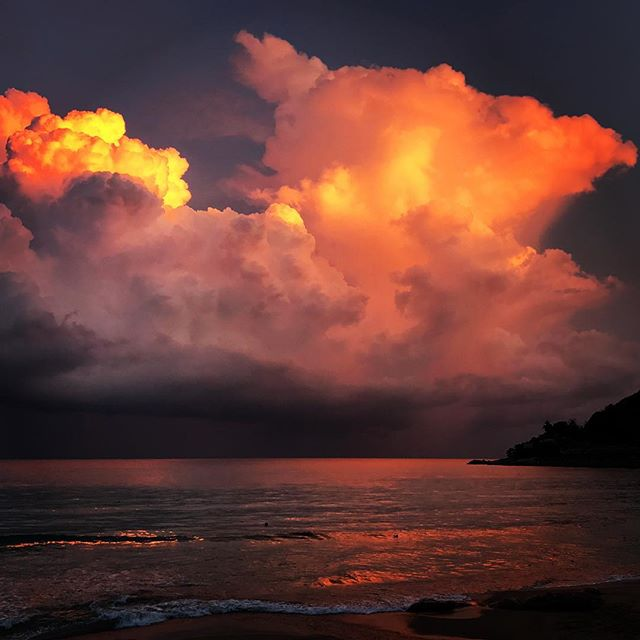 #thailand #kohsamui #beach #travel #chaweng #picoftheday #sun #clouds #thailand_allshots #thailandsky #thailandonly #thailandinstagram #travel #instatravelhub #holiday #vacation #travelling #sun #hot #love #instatravel #tourist #instalife #tourism #thai #global_hotshotz #sunset