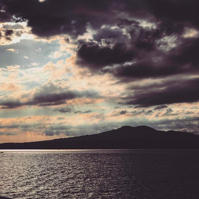 #newzealand #auckland #aucklandcity #waiheke #waihekeisland #clouds #earthfocus #cloud #fantastic_earth #earthpix #adventureculture #awesomeglobe #tourtheplanet #earthofficial #discoverearth #lifeofadventure #summer #travel #beautiful #love #iphoneonly #photooftheday #picoftheday #bestoftheday