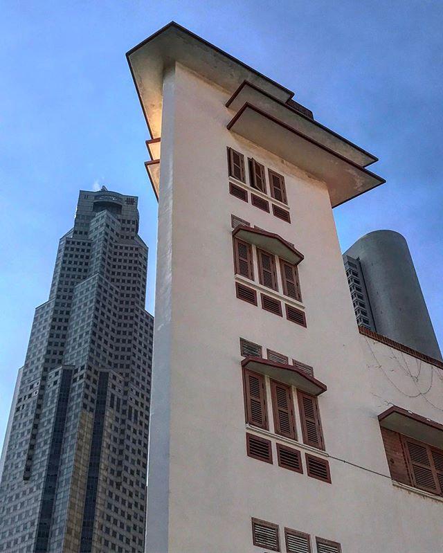 #singapore #chinatown #lookingup #architecture #iphoneonly #photooftheday #picoftheday #bestoftheday #instagramhub #instahub #igers #travel #travelgram #traveling #singaporean #singaporelife