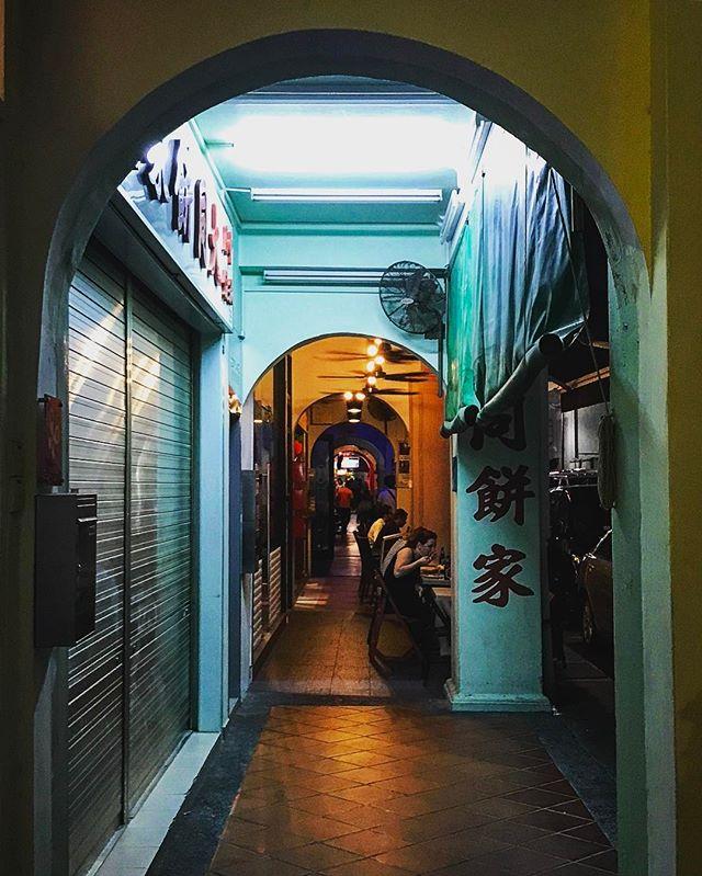 #singapore #chinatown #arch #architecture #iphoneonly #photooftheday #picoftheday #bestoftheday #instagramhub #instahub #igers #travel #travelgram #traveling #singaporean #singaporelife
