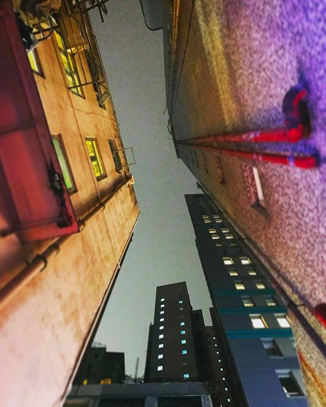 #hongkong #architecture #iphoneonly #lookingup #picoftheday #bestoftheday #instagramhub #instahub #igers #travel #travelgram #instatravelhub #holiday #vacation #travelling #love #ilove #instatravel #tourist #traveler #instalive #instalife #tourism #ig_today #ig_global_life #igglobalclub #zoomthelife