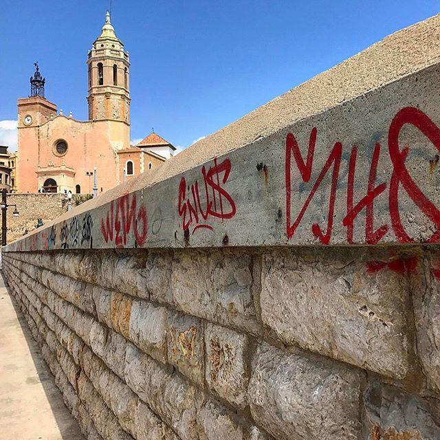 sitges #spain #spainish #fotodeldia #espana #españa #paradise #gf_spain #global_hotshots #español #european #hot #foto #casa #fotodeldia #beautiful #amor #home #sol #paisaje #catalunya #cielo #europe #catalunyaexperience #photografy #love #graffiti #streetart
