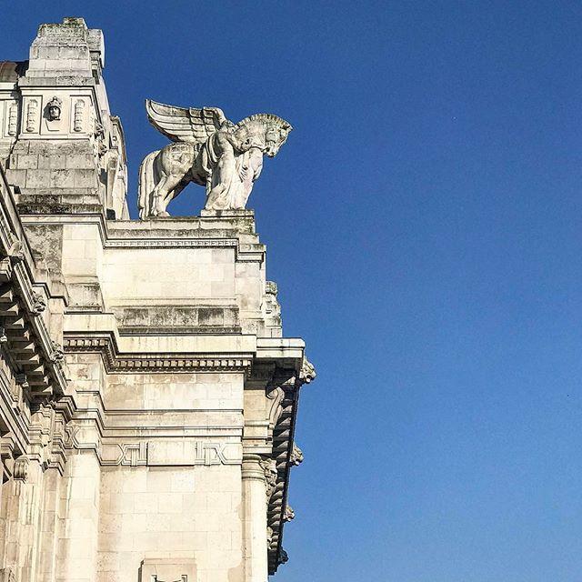 #milan #milano #milan #milano #ig_italy #centralstation #station #wu_europe #italy #ig_italy #italia #bestplacestogo #volgoitalia #italian_trips #italy_vacations #europe_gallery #europe_vacations #europe_tourist #europe #cityscape #loves_landscape #europa #traveladdict #loves_europe #postcardsfromtheworld #travelphotography #lookingup
