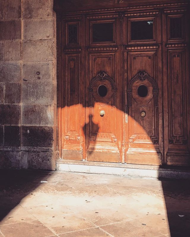 #spain #bilbao #sunlight #love #architecture #doorway #travel #summer #photooftheday #españa #picoftheday #beautiful #iphoneonly #photooftheday #picoftheday #bestoftheday #instagramhub #instahub #igers #travel #travelgram #instatravelhub #holiday #vacation #lnstatravel #basquecountry