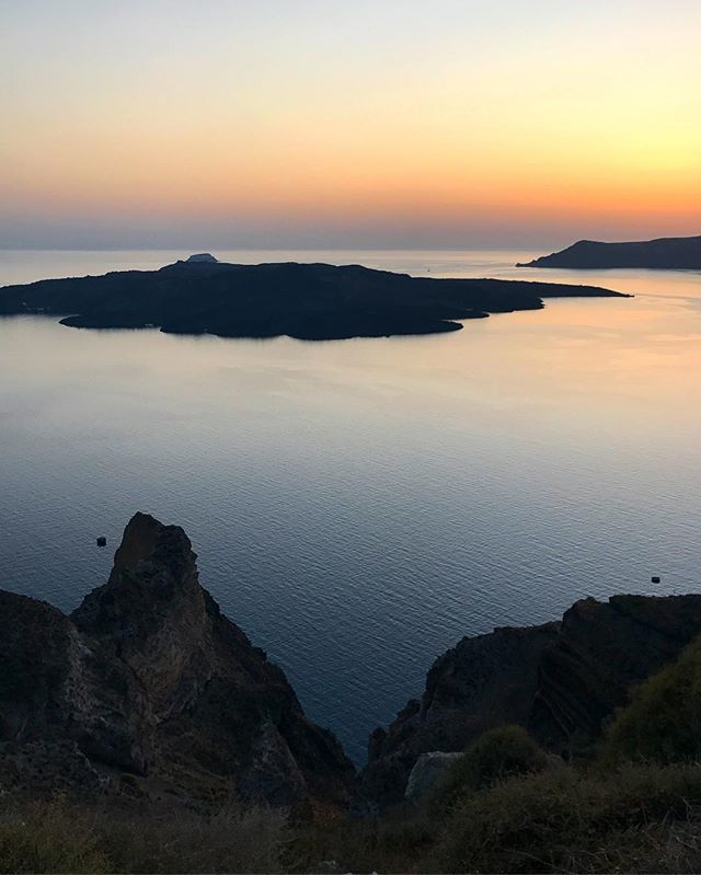 #greece #santorini #oia #nature #sky #sun #fira #summer #beautiful #sunset #sunset_united #allnatureshots #beauty #light #photooftheday #love #skylovers #sunsethunter #nature_perfection #sunset_madness #sunsetsniper #sunset_pics# #picoftheday #view #architecture #all_shots #beach #instagood #holiday