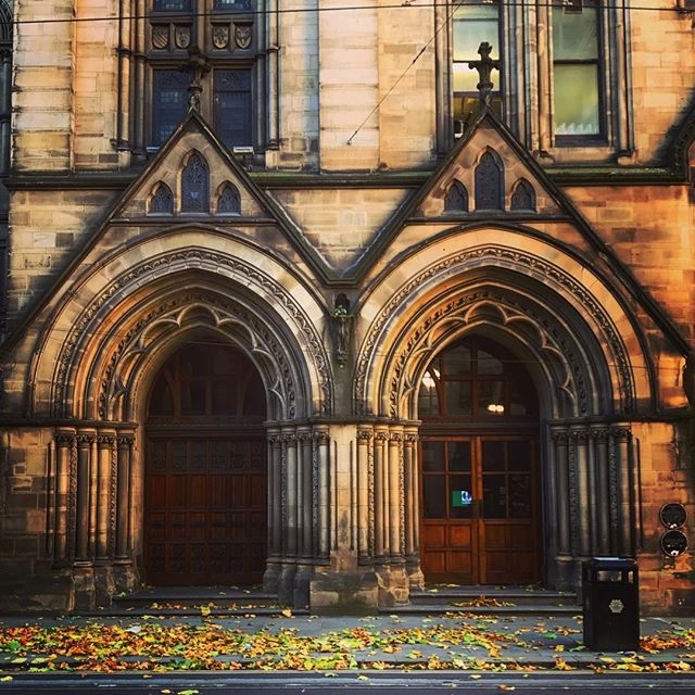 #manchester #uk #doorway #townhall #photooftheday #nature #mcruk #abstractmybuilding #mcr_collective #picoftheday #beautiful #shapes #cool #view #architecture #england #thisismcr #exploremcr #streetart #fall #autumn #wonderlustmanchester #streetphotography #graffitiart