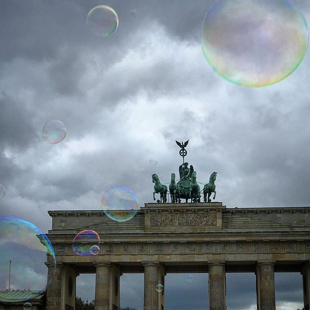#brandenburgertor #german #europe #european #berlin #bubbles #bestoftheday #instalikes #instaphoto #instapic #instadaily #iggermany #beautiful #instamood #berlino #germany #berlinstagram #berlincity #deutschland #ic_cities #urban #love #town #urbano #untappedcities
