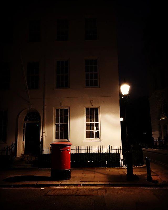 #london #england #londres #instalondon #londoner #iglondon #londra #uk #britain #ilovelondon #postbox #urbanart #instahub #ic_cities #urban #city #town #igshots #justgoshoot #fabshots #implus_daily #popularpic #love #streetphotography #art #primeshots #street #architecture