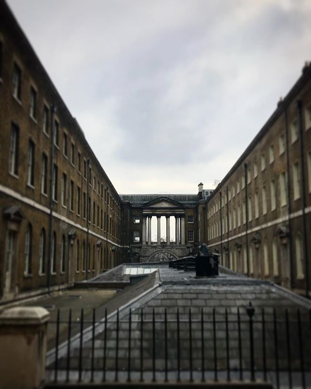 #london #england #somersethouse #instalondon #londoner #iglondon #uk #britain #ilovelondon #urbanart #instahub #ic_cities #urban #city #town #igshots #justgoshoot #fabshots #implus_daily #popularpic #love #streetphotography #art #primeshots #street #architecture