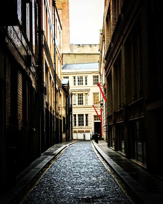 #liverpool #uk #streetphotography #alleyway #street #perspective #photooftheday #nature #abstractmybuilding #picoftheday #beautiful #shapes #cool #view #architecture #england #streetphotography #liverpoolbound #liverpoolecho #igersliverpool #scousescene