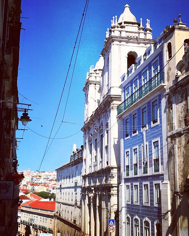 #lisbon #lisboa #lookingup #portugal #photooftheday #streetphotography #abstractmybuilding #picoftheday #beautiful #shapes #cool #view #architecture #europe  #love #weekend #travel #instagood #picoftheday #sun #traveling #instatravelhub #holiday #vacation #travelling #ilove #instatraval