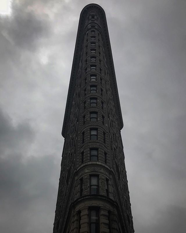 #newyork #ny #newyorkcity #lookingup #flatiron #us #usa #america #states #nyc #igersnyc #love #lookingup #popularpic #loveit #timessquare #photooftheday #bestoftheday #picoftheday #beautiful #cool #architecture #instagood #photooftheday #picoftheday #beautiful #iphoneonly #city #popularpic #love #streetphotography