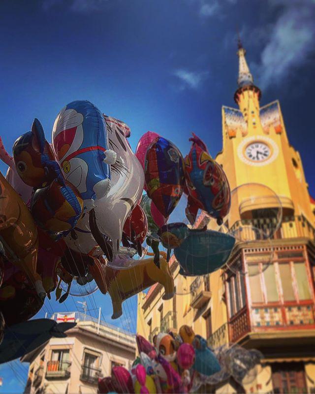 #sitges #spain #spainish #fotodeldia #espana #españa #balloons #gf_spain #global_hotshots #español #european #hot #foto #casa #fotodeldia #beautiful #amor #home #sol #paisaje #catalunya #cielo #europe #catalunyaexperience #photografy #love